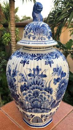 Items similar to 1992 Royal Delft Large Ginger Jar Vase Delfts Blauw Deksel Vaas Chinois 花王 Kaou Pioen Peony Blossoms Urn Chinoiserie Jug De Porceleyne Fles on Etsy - Care - Skin care , beauty ideas and skin care tips Delft, Royal Dutch, Blue And White Vase, Chinoiserie Chic, Asian Decor, White Gardens, China Painting, Blue China, Love Blue