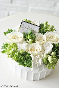 I appreciate this fantastic white flower arrangements How To Make Paper Flowers, Flowers For You, How To Preserve Flowers, Pretty Flowers, Flower Box Gift, Flower Boxes, Ikebana, Flower Bouquet Diy, White Flower Arrangements