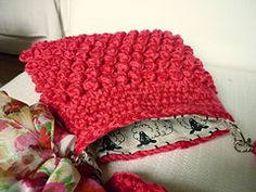 Free Pattern on Ravelry: Raspberry Bag pattern by Colour in a Simple Life --http://www.ravelry.com/patterns/library/raspberry-bag