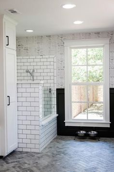 Fixer Upper: A First Home for Avid Dog Lovers Chip and Joanna Gaines help create an ideal forever home for a young couple and their canine family Fixer Upper, Chip Et Joanna Gaines, Veranda Design, Dog Washing Station, Dog Spaces, Ideas Hogar, Dog Rooms, Dog Shower, Bath Shower