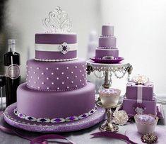 pasteles de boda púrpura:
