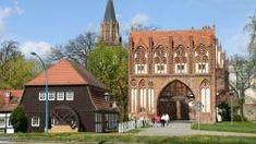 Stargarder Tor Neubrandenburg Caravan, Mansions, House Styles, Home Decor, Campsite, Mansion Houses, Homemade Home Decor, Decoration Home, Manor Houses