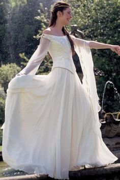 Celtic/medieval dress - I could see my main character wearing this for her wedding! Medieval Dress, Medieval Costume, Medieval Fashion, Medieval Clothing, Medieval Wedding Dresses, Medieval Gothic, Pretty Dresses, Beautiful Dresses, Gorgeous Dress