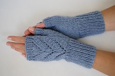 "Ravelry: Fingerless Gloves ""Leaves"" pattern by Valentina Georgieva"