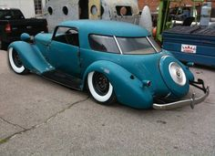 1935 Studebaker (possibly a Dictator) with the rear windows of a '47 to '51 Studebaker Starlight Coupe. That'll work !