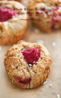 Whole Wheat Raspberry Apple Bran Muffins - healthy bodybuilding snacks Bran Muffins, Savory Muffins, Healthy Muffins, Apple Muffins, Easter Recipes, Brunch Recipes, Breakfast Recipes, Breakfast Ideas, Snack Recipes