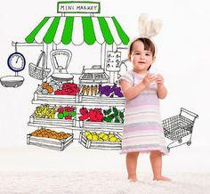 Sticker Minimarket de Aina Bestard  Incurajeaza jocul creativ, imaginatia si miscarea. Pe scurt, un mod foarte placut de a creste cu zambetul pe fata, inconjurat de culoare. Aceastea sunt sticker-e decorative pentru perete sau podea, imagínate pentru cei mai mici membrii ai familiei.