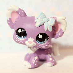 My custom Lilac that I made for this week's pastel-theme in (original character by me, please don't copy it! Lps Littlest Pet Shop, Little Pet Shop Toys, Little Pets, Accessoires Lps, Kawaii, Lps Diy Accessories, Lps Houses, Custom Lps, Lps Cats