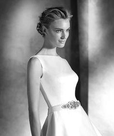 Pronovias > IANIRA - Vestido de novia escote barco sencillo