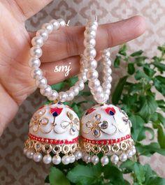 follow me sakshi Mathur Indian Jewelry Earrings, Jhumki Earrings, Jewelry Design Earrings, Silver Jewellery Indian, Indian Wedding Jewelry, Bridal Jewelry, Antique Jewellery Designs, Fancy Jewellery, Stylish Jewelry