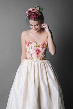 Dreamy Wedding Dresses That Aren T White Jennifer Gifford S Bouquet Bustier Bohemian