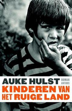 31/52 Kinderen van het ruige land door Auke Hulst. Een prachtig autobiografisch verhaal waarin 4 kinderen door moeder maar ook Gemeenschap op Groninger platteland aan lot worden overgelaten.