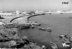 Bur Dubai Creek side in 1960s! Isn't it nice to see how Dubai have changed? Come and explore more about #Dubai #Creek at #WonderBusTours, Dubai!