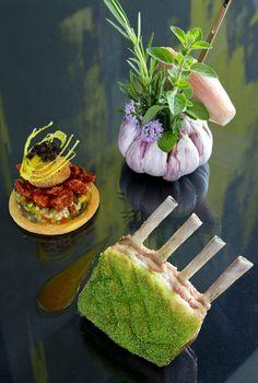 Carrée d'agneau des alpes de Haute Provence, sablé romarin, aubergines, courgettes, et piments doux à l'huile de Mausanne (La Pyramide, Patrick Henriroux)