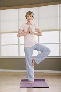 Posturas de ioga para iniciantes | eHow Brasil