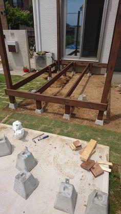 Building A Deck Frame, Deck Building Plans, Concrete Deck, Timber Deck, Deck Around Trees, Patio Chico, Home Stairs Design, Deck Construction, Outdoor Gazebos