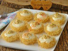 Klasik kadayıf tatlılarına alternatif olarak yapacağınız, hem göze hem de damağa hitap eden nefis bir tarif...