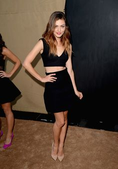 Take your style cues from Australian actress Phoebe Tonkin when the weather is hot. Because even when it's too-hot to cover-up, keeping to an all-black outfit with ensure your outfit is any-hour appropriate.