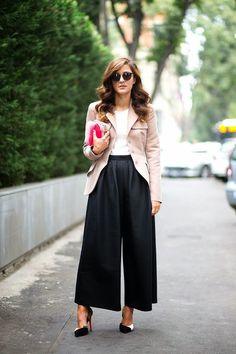 Ciao Bellezze! se avete dato un'occhiata alle passerelle o alle sfilate, ecco che di nuovo i pantaloni palazzo la fanno da padrone!! I primi modelli di pantalone per...