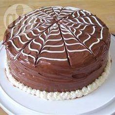"""Torta de chocolate """"telaraña"""" para un cumple temático del hombre araña/spiderman"""