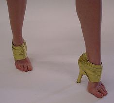 Weird And Funny Shoes (29)  http://funny-pics-fun.com/funny-compilations/weird-and-funny-shoes#