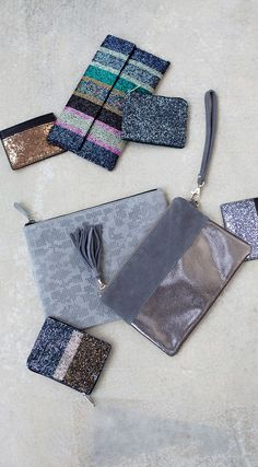Our Darya Dazzling Clutch isn't called 'dazzling' for nothing. The soft suede material adds texture to the clutch whilst the gunmetal metallic is ideal for that evening shimmer. Oliver Bonus, Girls Dream, Soft Suede, No Frills, Christmas Stockings, Purses And Bags, Paisley, Fashion Accessories