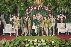 Pernikahan Adat Minang Muthia dan Jagat di Jakarta Wedding Prep, Rustic Wedding, Wedding Planning, Dream Wedding, Wedding Stage Decorations, Decor Wedding, Wedding Ideas, Indonesian Wedding, Bridesmaid Dresses