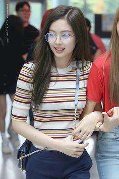 180626 · BLACKPINK Jennie Kim Jennie, Jenny Kim, Blackpink Fashion, Korean Fashion, Divas, Blackpink Jisoo, Kpop Outfits, Airport Style, Ulzzang Girl
