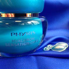 Hochwertige, intensive Feuchtigkeitspflege für alle Hauttypen, das garantiert HYDRO ACTIVE von PHYRIS. Die HYALURON SENSATION CAPS sind kleine Wunderkapslen. Sie polstern kleine Fältchen auf und zaubern einen ebenmäßigen Teint.