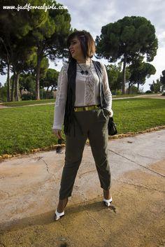 Está temporada el ejército ha sido de inspiración para muchos diseñadores, ya que las pasarelas se vieron colmadas de la nueva tendencia militar. Apuntas estos #tipsdeestilo y traslada la moda de las pasarelas a las calles con tus looks! Más en: http://www.justforrealgirls.com/2016/02/verde-army-tu-inspiracion-en-el-tono-militar.html #tendenciamilitar #verdemilitar #tdsmoda #justforrealgirls #fashionblogger #bloggerlife #bloggerssevilla #ootd #outfitoftoday