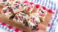 Corn Chex cereal and freeze-dried berries give this no-bake treat bars fun Fourth of July flair. No Bake Summer Desserts, 4th Of July Desserts, Fourth Of July Food, July 4th, Summer Recipes, Blue Desserts, Cereal Treats, No Bake Treats, Chex Cereal