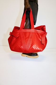 ***BAGS : RESORT 2021 COLLECTION - Bottega Veneta - Milan*** Leather Gloves, Leather Pumps, Vogue Paris, Fashion Bags, Fashion Show, Milan Fashion, Luxury Fashion, Men's Fashion, Fashion Trends