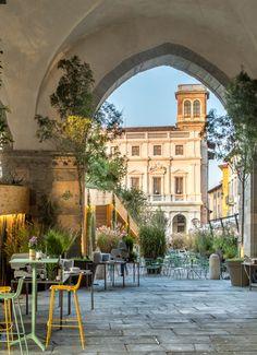 I Maestri del Paesaggio 2016 - Piazza Vecchia - Bergamo #Pedrali #chair #nolita #table #barstool Best Of Italy, Italy News, Beyond Beauty, Urban Life, Lake Como, Milan, Places To Visit, Green Ideas, Mansions