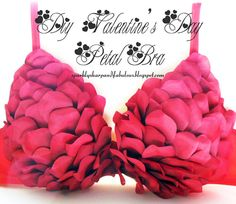 DIY Valentine's Day Petal Bra & Lingerie--i love this! Too bad I will either be extremely, extremely pregnant, in the hospital, or just have had a baby this Valentine's Day! Lingerie Plus Size, Hot Lingerie, Sewing Lingerie, Lingerie Party, Old Bras, Diy Bra, Valentine's Day Diy, Diy Clothing, Be My Valentine