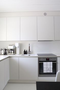 6 Dazzling Simple Ideas: Glam Minimalist Decor Interior Design minimalist home design grey walls.Minimalist Home Decorating Cleanses how to have a minimalist home interior design.Rustic Minimalist Home Benches. Interior Design Minimalist, Minimalist Home Decor, Minimalist Kitchen, Minimalist Bedroom, Modern Minimalist, Minimalist Living, Modern Interior, Ikea Kitchen, Kitchen Decor