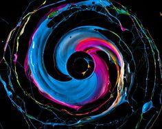 Swiss photographer Fabian Oefner is back with his latest retina-straining work Black Hole High Speed Photography, Amazing Photography, Art Photography, Action Painting, Spirited Art, Still Life Photos, Rainbow Art, Blink Of An Eye, Op Art