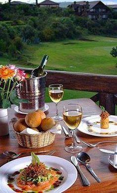 E' ora di un aperitivo al Great Rift Valley Lodge & Golf Resort di Heritage Hotels. Fuga dalla città per un soggiorno di charme in Kenya