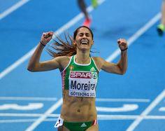 Sara Moreira reage depois de ter vencido a final dos 3000m nos campeonatos Europeus de Atletismo em Pista Coberta, em Gotemburgo, na Suécia (© © AP / Martin Meissner)