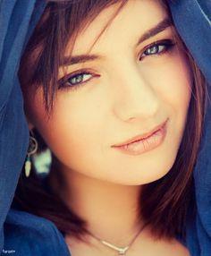 bir yerlerde yine en güzel sen gülüyorsun..biliyorum;)