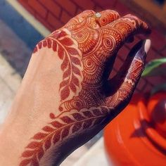 Pretty Henna Designs, Indian Henna Designs, Rose Mehndi Designs, Full Hand Mehndi Designs, Modern Mehndi Designs, Mehndi Designs For Girls, Mehndi Design Photos, Wedding Mehndi Designs, Henna Designs Easy
