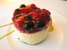 Oreo Cookies & Berry Cheese Cake オレオクッキーに、赤いフルーツをのせて