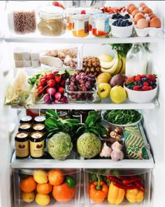 19 Pictures Of Organized Refrigerators That Are Basically Porn To Type-A People Don't worry, it's all SFW. Refrigerator Organization, Recipe Organization, Organized Fridge, Organization Hacks, Refrigerator Storage, Household Organization, Healthy Fridge, Healthy Eating, Healthy Life