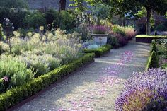 Google Image Result for http://www.gardenvisit.com/assets/madge/walled_garden_cowdray/original/walled_garden_cowdray_original.jpg