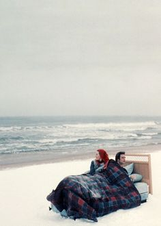 A photo from Eternal Sunshine of the Spotless Mind (Film; 2004)