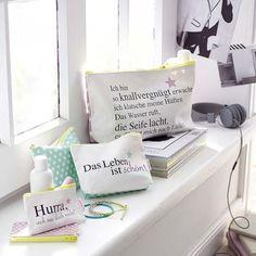 Kosmetiktasche, Schriftzug, Sternchenaufdruck, Reissverschluss, Canvas Vorderansicht