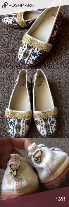 Sakroots Tempo Sport Ballet Flats GORGEOUS artist circle tempo flats from Saktoots. EUC - only worn once! Canvas flat with rubber sole. Cute pattern with gold shimmery detail. A spring and summer must have! No box. Sakroots Shoes Flats & Loafers