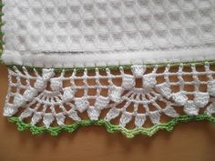 This Pin was discovered by Dür Crochet Trim, Love Crochet, Filet Crochet, Crochet Motif, Crochet Shawl, Crochet Designs, Crochet Lace, Crochet Stitches, Crochet Patterns