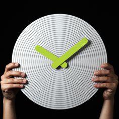 Pensamiento.05 Lime Green - Cardboard Clock