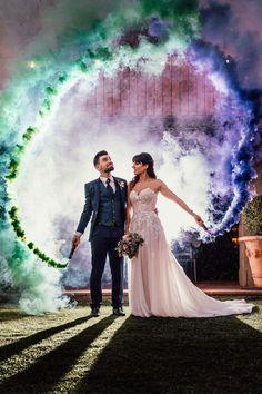 The Knot Worldwide, grupo al que pertenece Bodas.net, os presenta las tendencias nupciales que distinguirán a los enlaces celebrados en 2021. 30 propuestas que os llenarán de inspiración para que vuestro paso por el altar sea único y a la última. #tendencias #bodas #2021 #bodas2021 #ideas #bonitas #fotografía #wedding #photography #inspiración #ToniAngelFotógrafo #bodasnet Ideas Bonitas, Smoke Photography, Bridesmaid Dresses, Wedding Dresses, Altar, Colour, Fashion, Proposals, Wedding Pictures