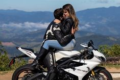 Bike Couple, Motorcycle Couple, Motorcycle Wedding, Biker Chick, Biker Girl, Biker Love, Motorbike Girl, Cute Couple Pictures, Cute Couples Goals